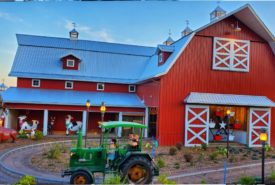 Red-Gambrel-Barn-at-Bengtson-Fall-Fest
